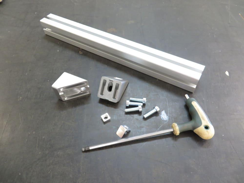 Aluminium profile brace with 45 degree connectors